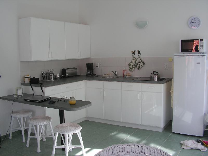 Foto 39 s appartement en resort keuken met bar - Uitgeruste keuken met bar ...